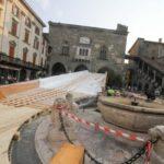 Ecco la passerella in Piazza Vecchia Ingombrante: 68 metri... Foto e video - Bergamo città Bergamo